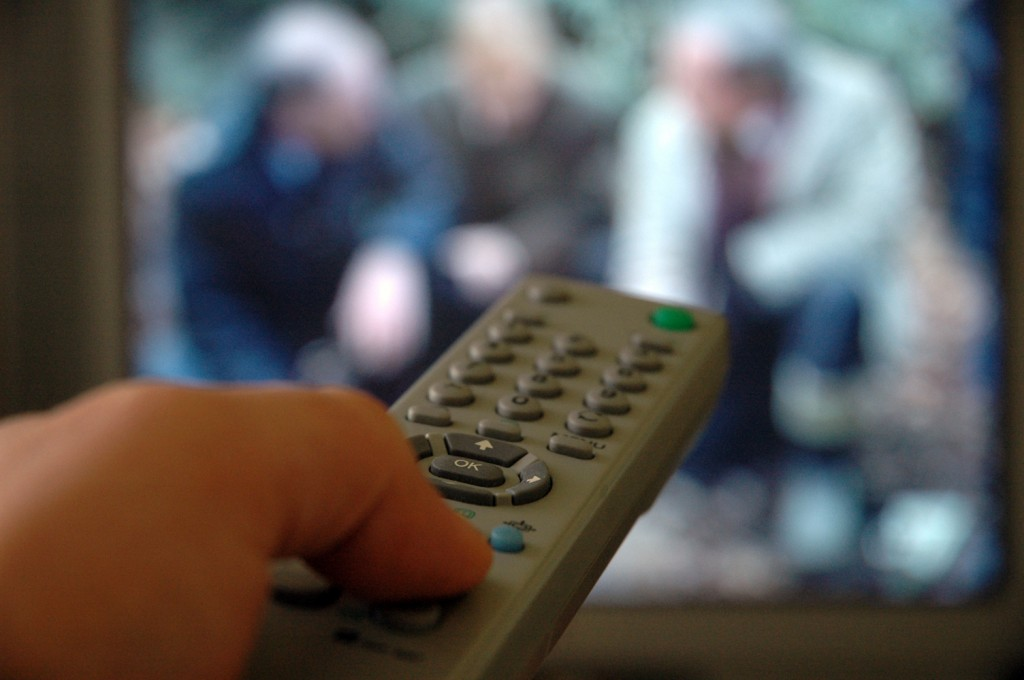 watching-tv_romexico_496914_96222109